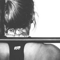 Guía completa sobre el buenos días: mejora tu técnica y ejecución en este ejercicio