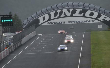 Lexus y Lamborghini se imponen en condiciones variables en el Super GT en Sugo