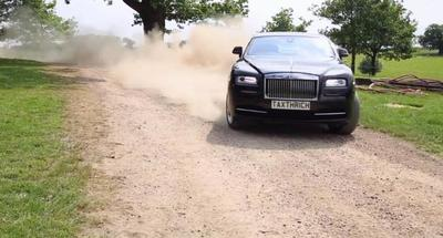 Tax The Rich y su Rolls-Royce Wraith segadora