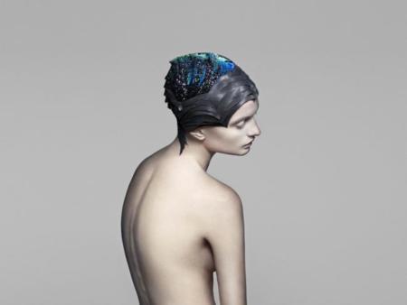 Este casco con cristales de Swarovski da color a nuestra actividad cerebral