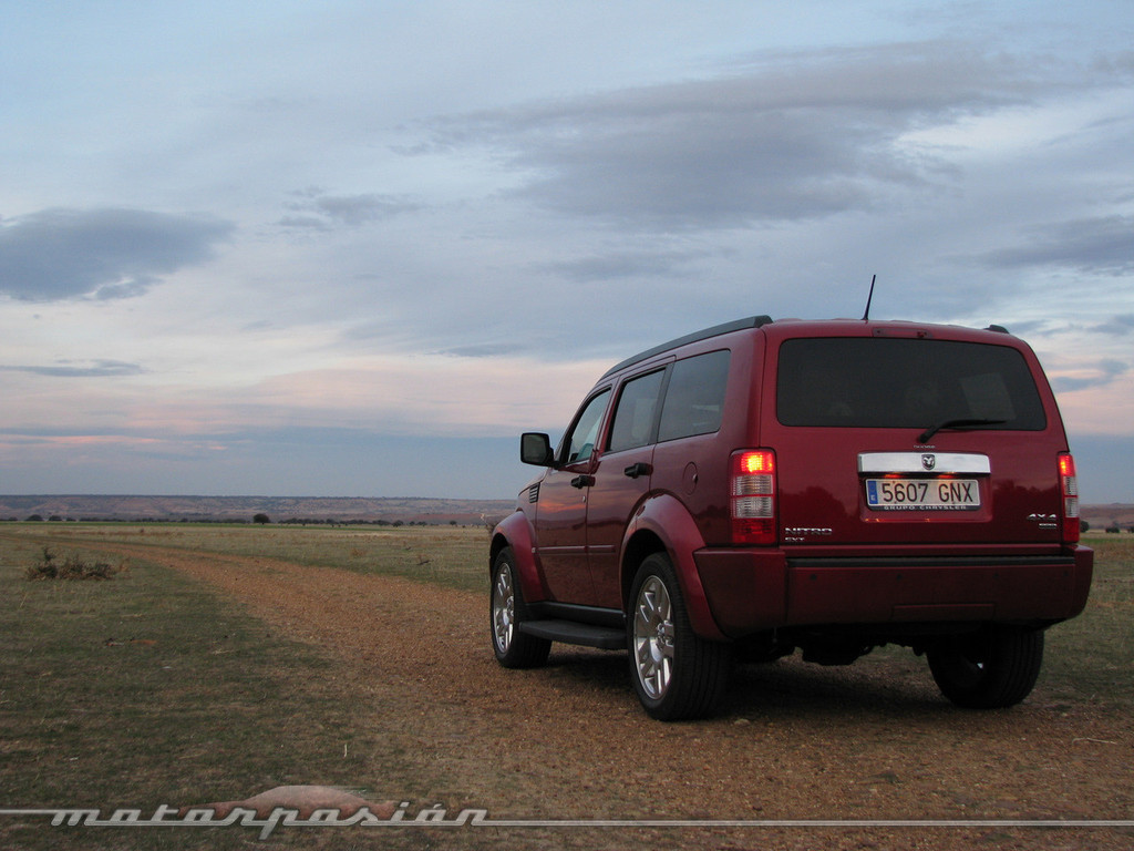 Foto de Dodge Nitro (prueba) (1/26)