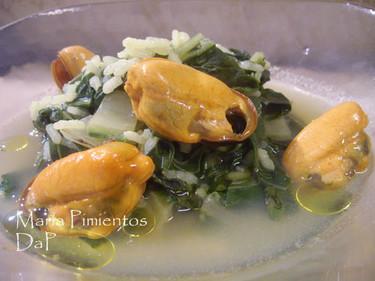 Sopa de arroz con mejillones a la cúrcuma. Receta