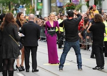 Naomi Watts y Amanda Seyfried: dos looks para triunfar ya seas joven o no