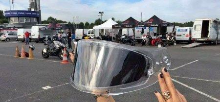 Esta visera fotocromática se oscurece en medio segundo y puede mejorar la seguridad en moto