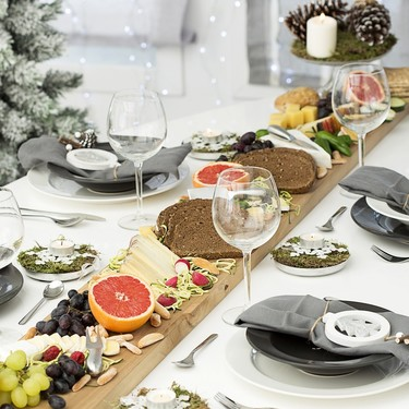 Hazlo tú mismo: Cómo decorar una mesa buffet para Navidad