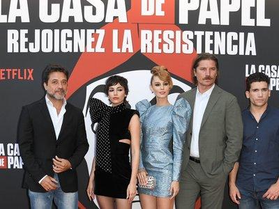Úrsula Corberó y Esther Acebo añaden mucho glam al estreno en París de La Casa de Papel