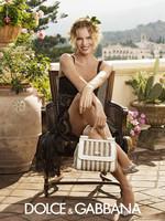 Una voluptuosa Eva Herzigova protagoniza la última campaña de Dolce & Gabbana