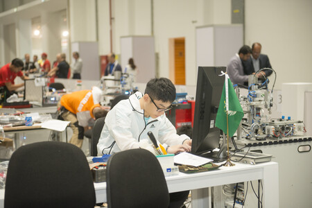 China se ha cansado de la jornada laboral 996. Y está forzando a sus tecnológicas a abandonarla