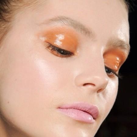 ojos naranja