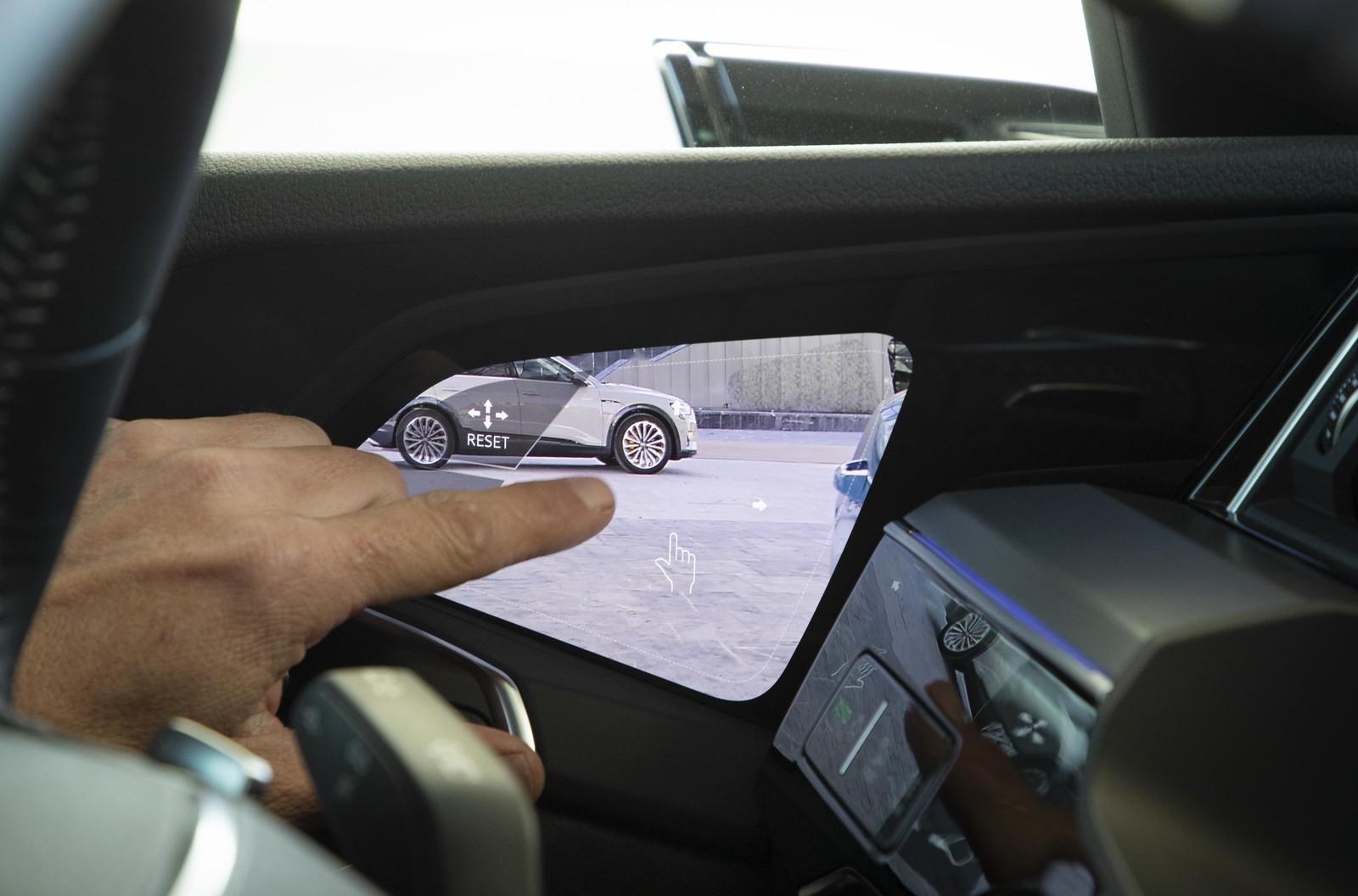 Foto de Audi e-tron (72/111)