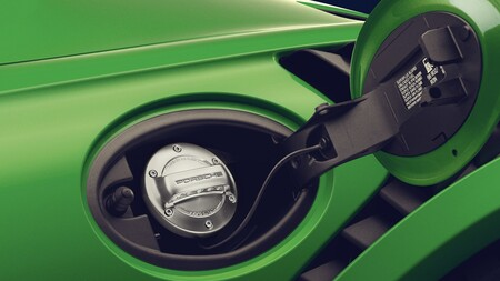 Hay esperanza para los motores de combustión con los combustibles sintéticos: Haru Oni se pone en marcha de la mano de Porsche y Siemens Energy