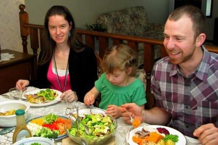 Un estudio revela que los niños que comen en casa sufren menos indice de obesidad