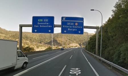 Los gobiernos central y vasco transfieren a Euskadi la autopista de peaje AP-68: será de pago hasta 2026