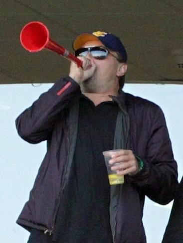 Leonardo DiCaprio, otro al que le gusta tocar la vuvuzela