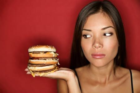 Los atracones de fin de semana son tan malos para nuestro organismo como una dieta de comida chatarra diaria