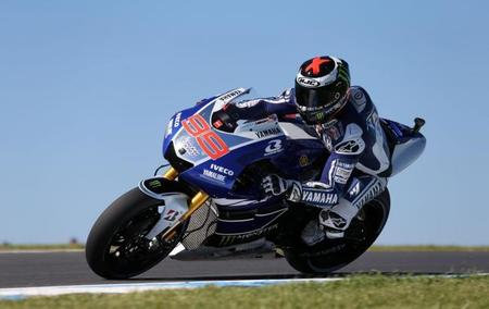 MotoGP Australia 2013: Jorge Lorenzo gana una caprichosa carrera de MotoGP con Marc Márquez descalificado