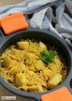 Fideos encebollados con pollo al curry. Receta