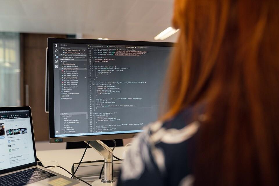 Estas son las profesiones tecnológicas que más trabajadores remotos buscan: en el desarrollo de software el teletrabajo sí llegó para quedarse