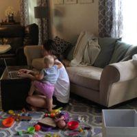 ¿Tienes un bebé y trabajas en casa? Este vídeo te resultará familiar