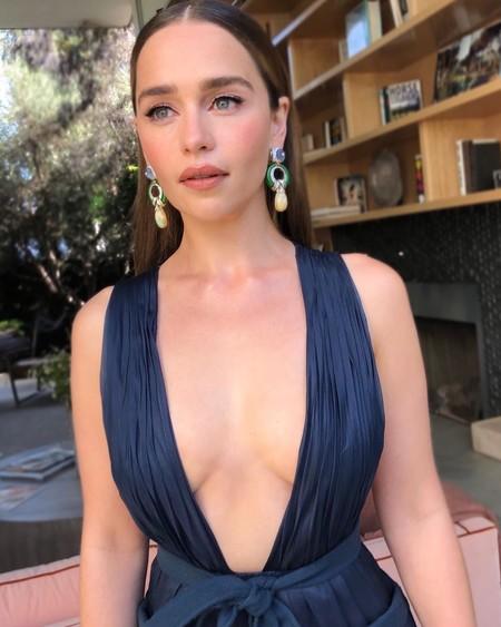 Este es el sencillo pero favorecedor look de Emilia Clarke para acudir a los Premios Emmy 2019