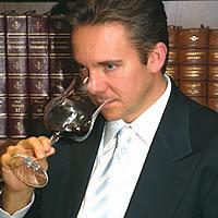 Cómo influye la opinión de un experto catador de vinos