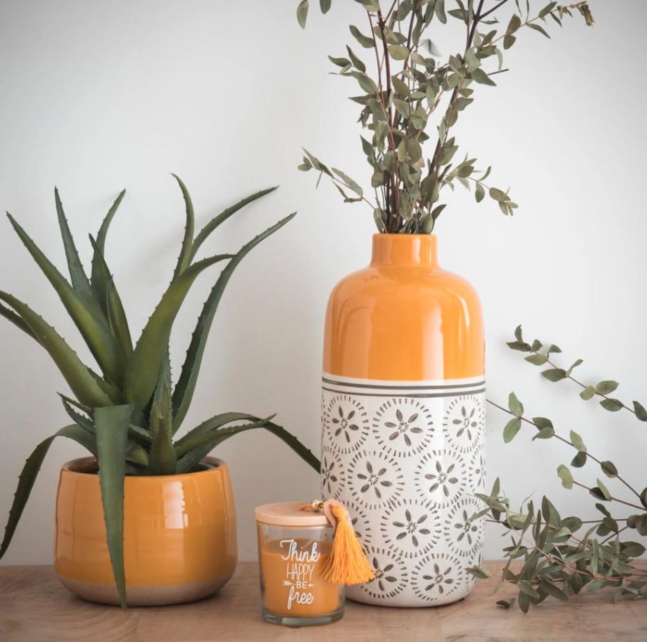 Jarrón de cerámica amarillo Kilali con motivos decorativos Alt. 30