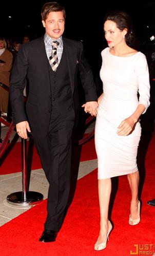 Angelina Jolie y Brad Pitt en la premiere de The Curious Case of Benjamin Button