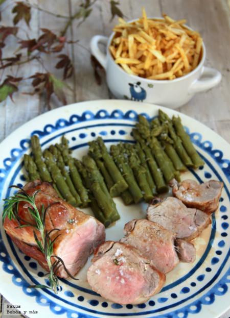 Solomillo de cerdo asado con aroma de romero. Receta para toda la familia