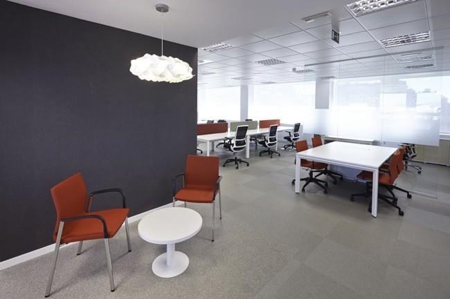 Espacios para trabajar las nuevas oficinas de iberia en for Oficinas iberia