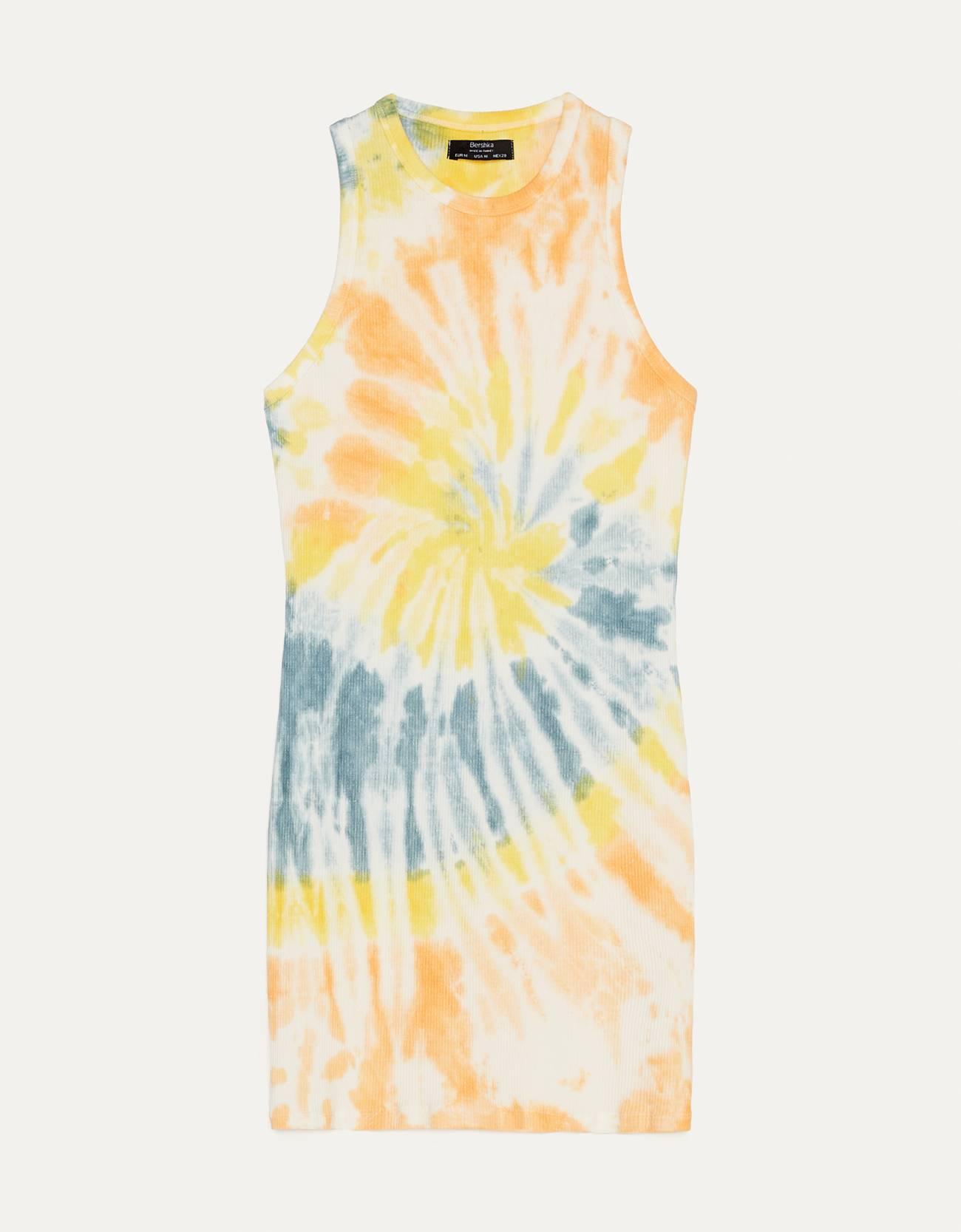 Vestido con estampado tie dye en naranja, amarillo y azul