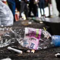 Devorar una botella en 10 minutos: la carrera por crear enzimas que resuelvan la crisis de los plásticos esconde un mercado de miles de millones