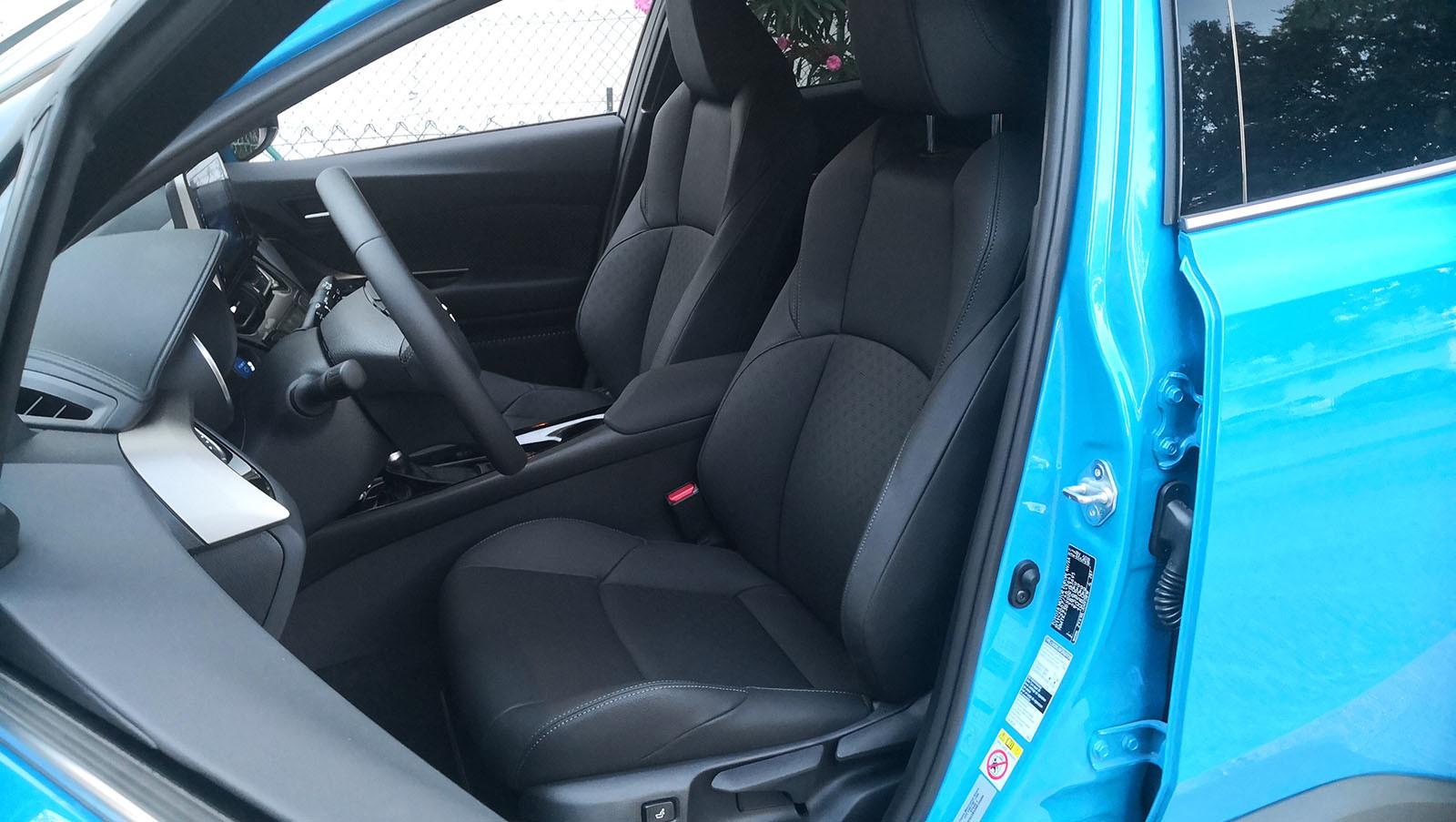 Toyota C-HR Dynamic Plus - Fotos interiores y detalles
