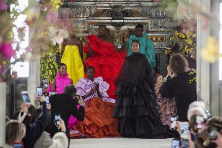 El desfile de Valentino Alta Costura Primavera-Verano 2019 hace llorar a la mismísima Naomi Campbell y no es para menos