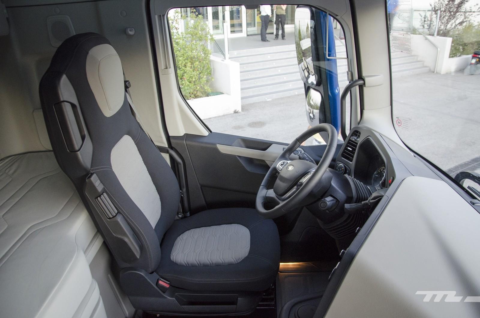 Foto de Ford Trucks F-MAX 2019, contacto (29/31)