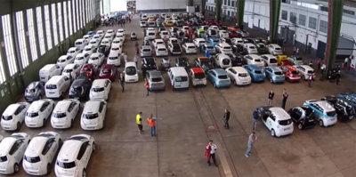 Reunión de 577 coches eléctricos, para un nuevo Récord Guinness (vídeo)