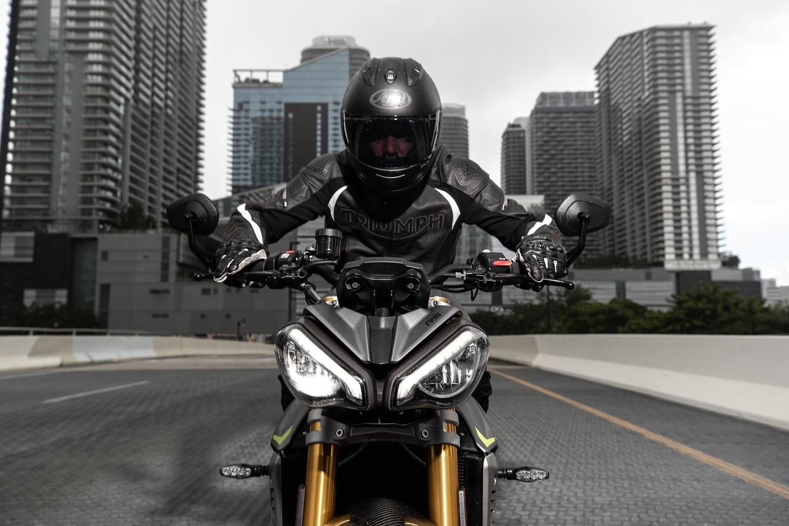 Foto de Triumph Speed Triple 1200 RS 2021 (35/71)