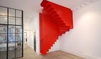 Espectacular escalera colgante de Diapo inspirada en una instalación de la Tate Modern
