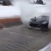 Si tienes un Ford GT, deslizar sus 600 CV sobre el agua no será un problema (si no, no lo intentes)