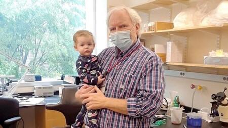 Un profesor puso una cuna en su oficina para cuidar a la bebé de una alumna y que ella pudiera acabar su tesis