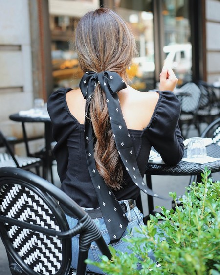 Esta es la blusa de Zara que te va a conquistar este otoño (y la hemos encontrado en versión low-cost)