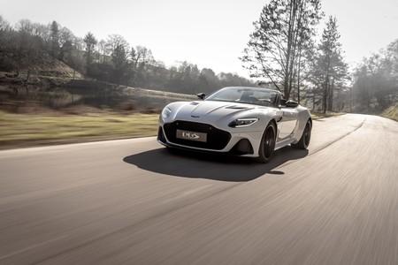 Así se sienten 340 km/h en el convertible más veloz de la historia de Aston Martin: DBS Superleggera Volante
