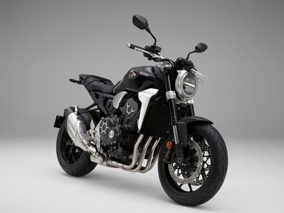 Honda CB1000R, la maxinaked del ala dorada ahora con más potencia, estilo minimalista y aires neo-retro