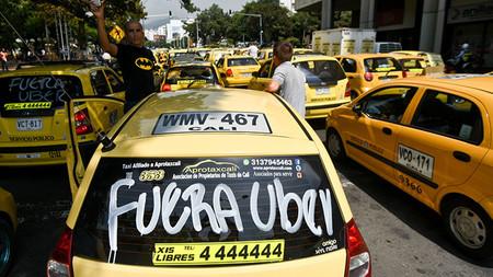 Más de 5.000 taxistas trabajan con la Policía de Bogotá para detener a Uber