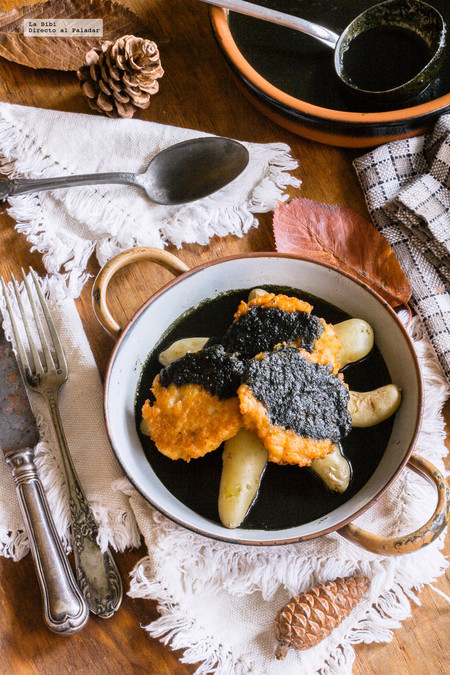 Tortitas de camarón con mole y papitas. Receta para Año Nuevo