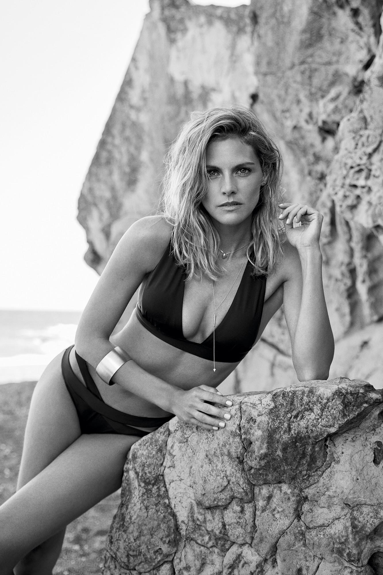 Foto de Amaia Salamanca es la nueva imagen de Women'secret. La actriz presume de cuerpazo en la colección de baño 2017 (5/10)