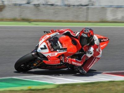 Carlos Checa concluye tres días de test con Ducati en Mugello