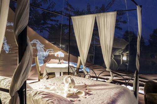 No sueñes con dormir bajo las estrellas: hazlo de manera literal (y sin perder el glamour o la comodidad)