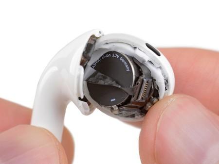 El despiece de los AirPods Pro confirma que su reparación es prácticamente imposible