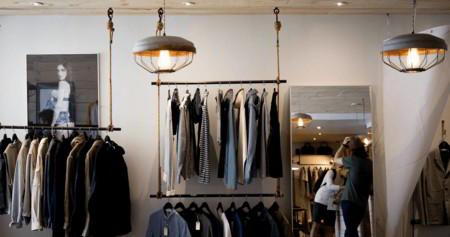 Todo en orden y a la mano: ¿Cómo organizar tu armario para aprovechar el espacio al máximo?