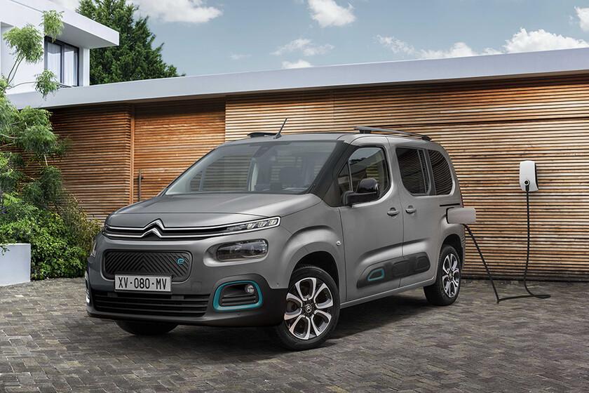 La Citroën ë-Berlingo es la misma furgoneta monovolumen pero en clave eléctrica, con 280 km de autonomía y hasta siete plazas